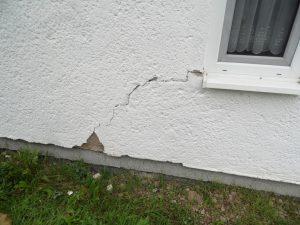 Risse im Gebäude
